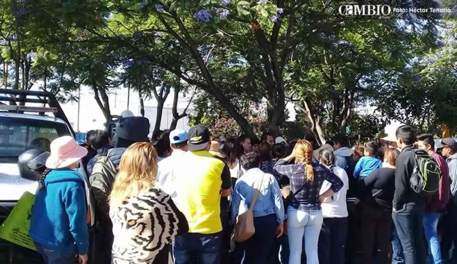 Cambian de sede del Cabildo de Texmelucan para evitar diálogo con familiares de policías
