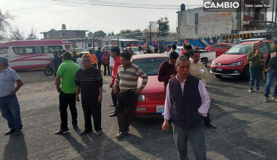 Cierran la federal México-Puebla a la altura del aeropuerto, exigen el regreso de ruta 25