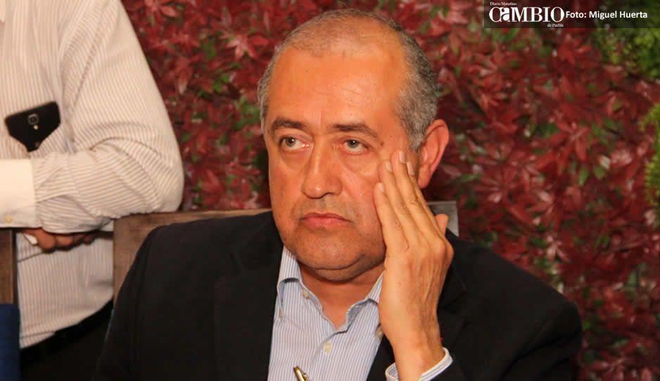 Cobarde: Rafael Núñez escapa atemorizado tras detenciones en Texmelucan