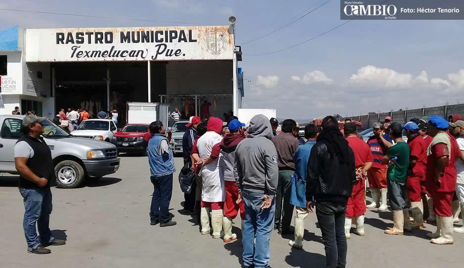 Trabajadores del rastro municipal realizan paro técnico, acusan despidos injustificados