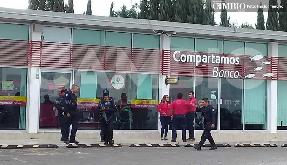 Sujetos con armas largas asaltan Compartamos Banco en Texmelucan