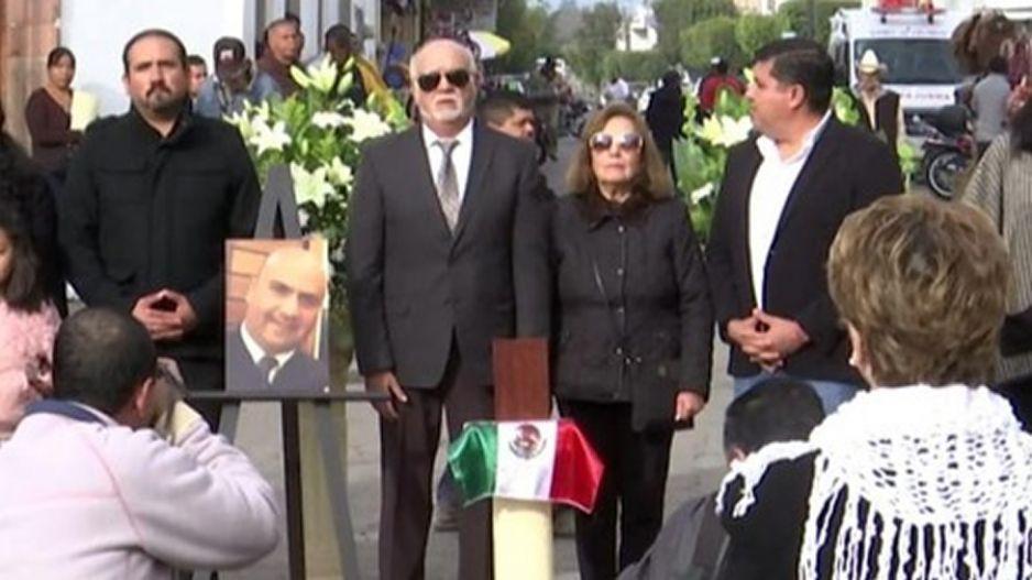 Homenajean a piloto de helicóptero en que viajaban Martha Erika y Moreno Valle