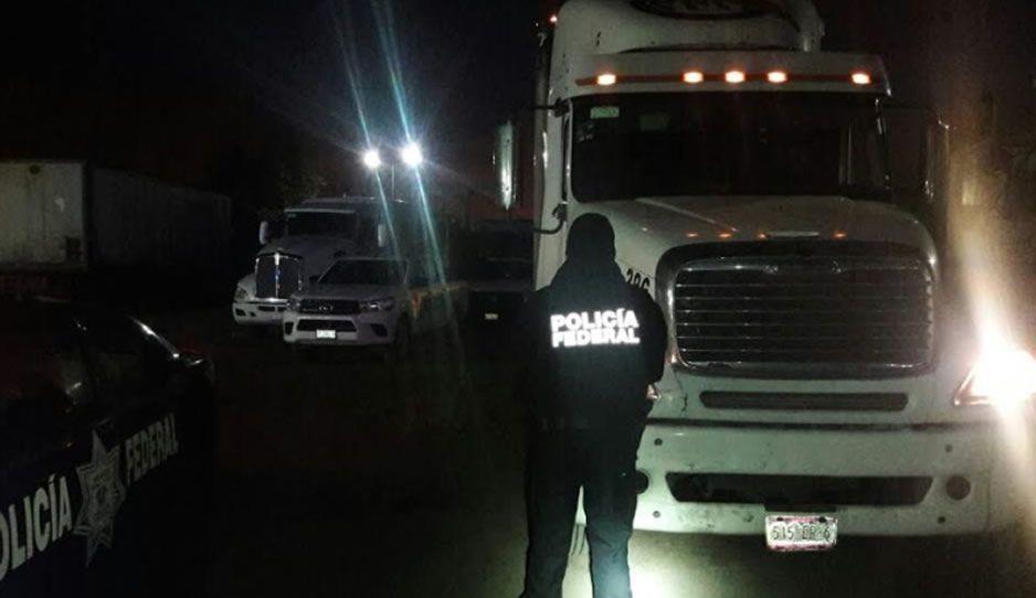 Federales recuperan camión y detienen a ladrones en el Seco