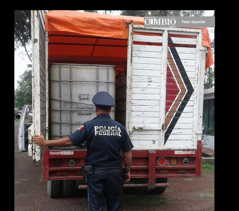 PF asegura unidad con más de cuatro mil litros de huachicol en Texmelucan