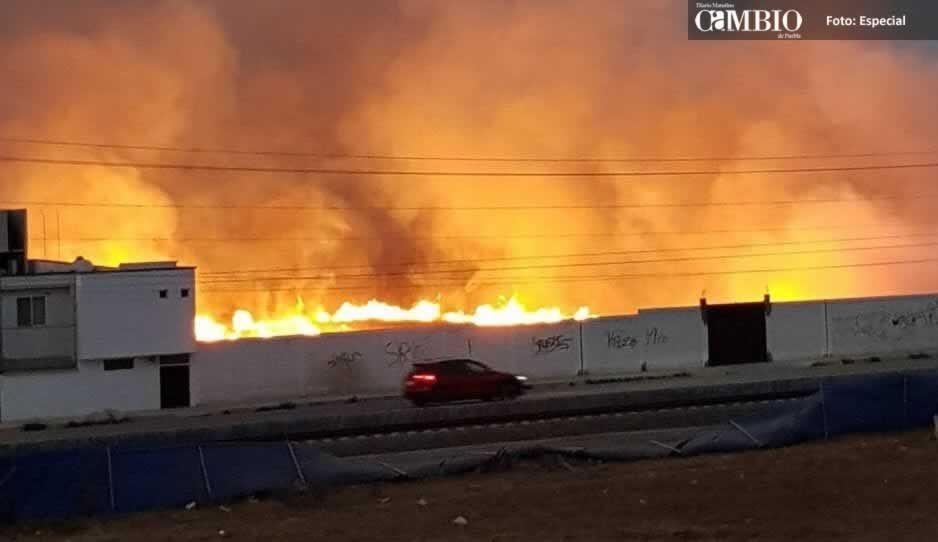 Se registra fuerte incendio en San Pedro Cholula