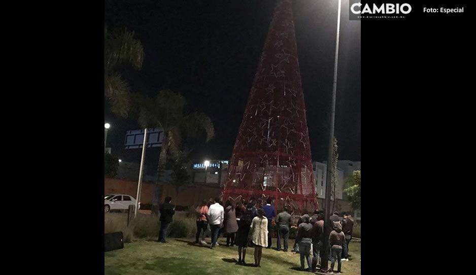 Vecinos de Lomas de Angelópolis le hacen el vacío a Rodolfo Huerta y su árbol navideño