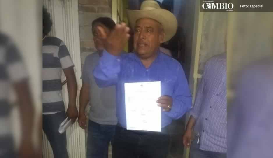 Nacho Salvador recibe el acta de mayoría, gobernará Ajalpan por segunda ocasión