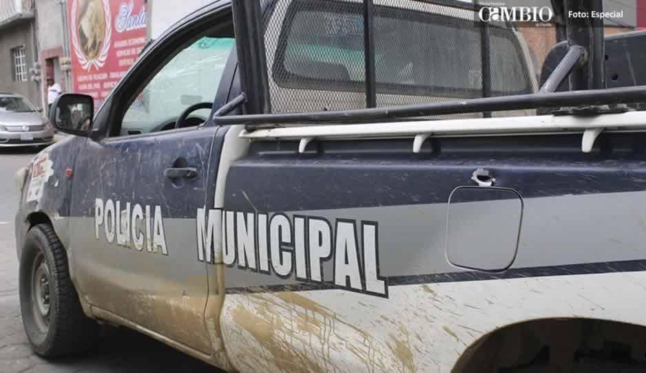 Policías rescatan a pareja de ser linchada por pobladores de Tlahuapan
