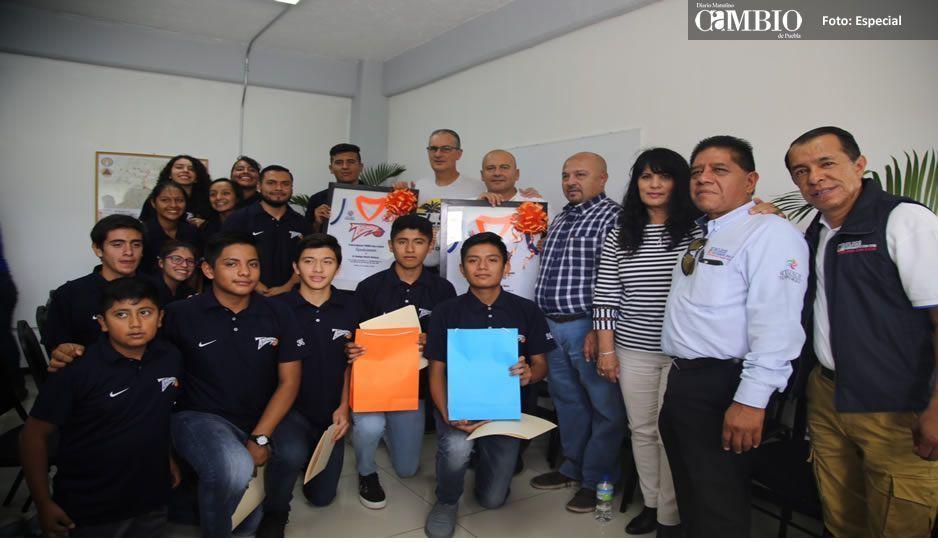 Galeazzi Berra entrega reconocimientos a deportistas por Copa Cancún HOOPS ON THE BEACH