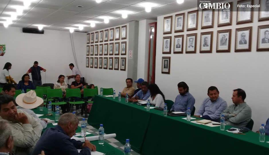 Pobladores de Moyotzingo niegan a Ferrosur mantenimiento de las vías del tren