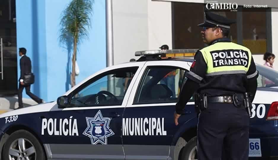 Se desata balacera entre policías y presuntos asaltantes frente al mercado de Amalucan