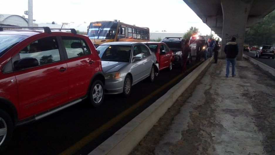 Carambola en la México-Puebla deja patrulla chocada y daños materiales