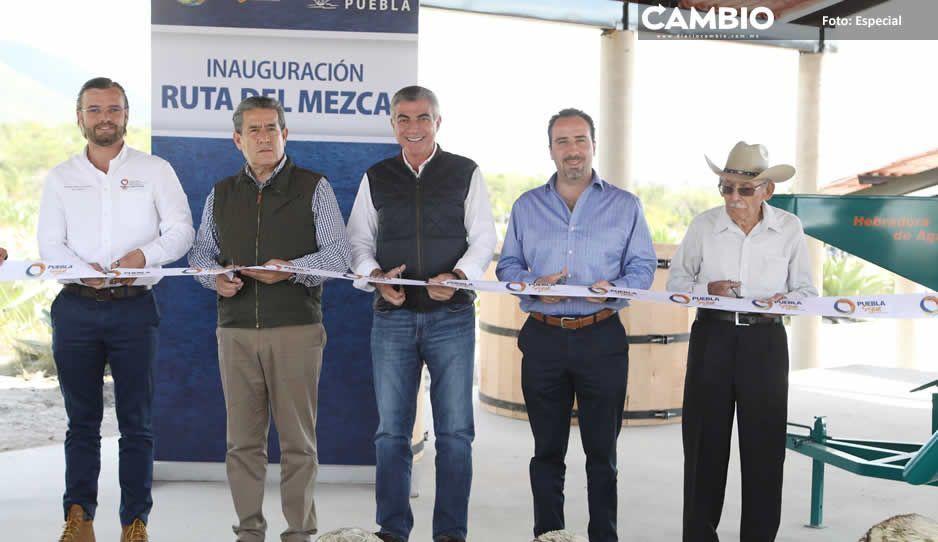 Reparte gobernador apoyos a agricultores en la Mixteca