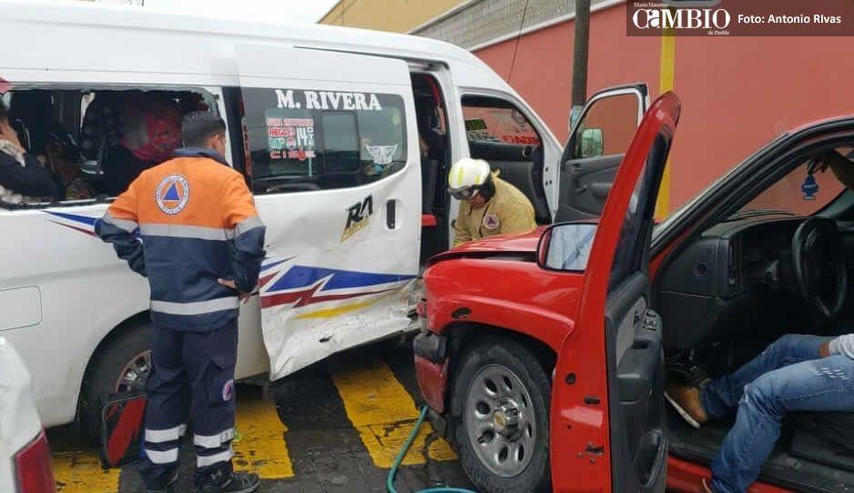 Choque entre ruta Azteca y camioneta de verduras deja 10 lesionados