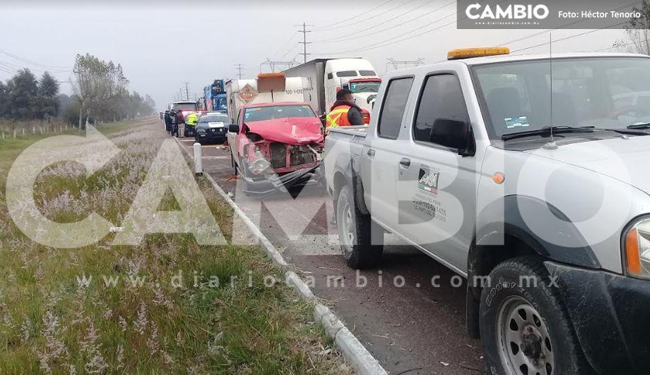 Camioneta con material explosivo se impacta contra autobús de peregrinos en la México-Puebla