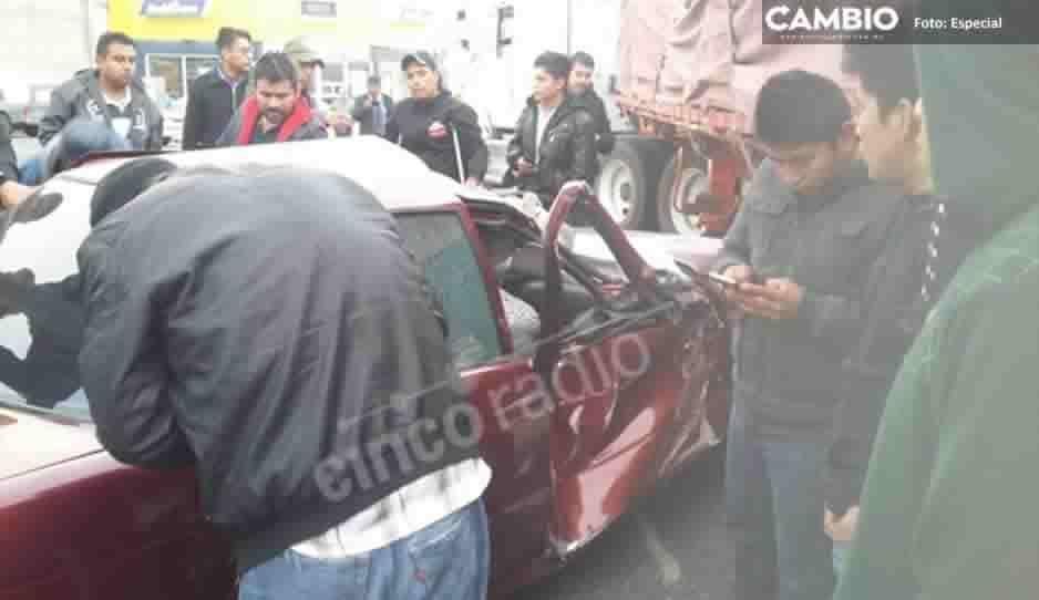 Accidente en la federal a Tehuacán deja a tres personas prensadas