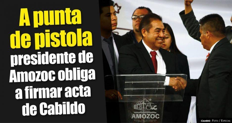 Pistola en mano, nuevo alcalde de Amozoc obliga a regidores a firmar actas de Cabildo