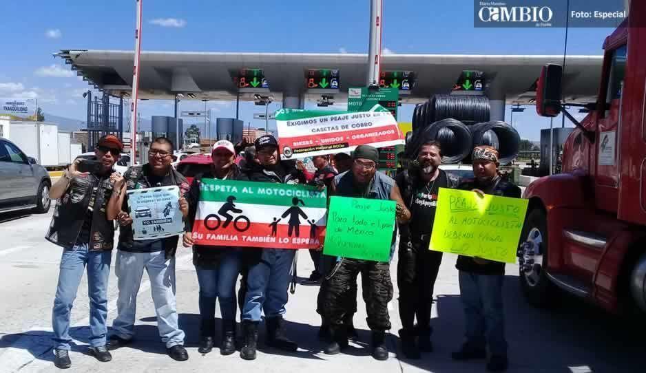 Motociclistas se manifiestan de manera pacífica en casetas de la México-Puebla