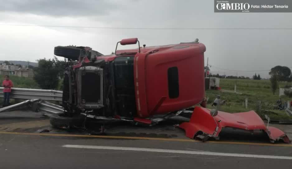 Lluvias y exceso de velocidad generan dos percances en la México-Puebla, hay dos lesionados