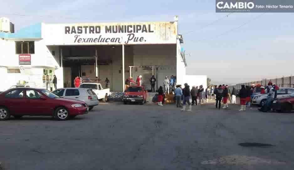 Trabajadores del rastro de Texmelucan realizan paro de labores por despidos injustificados