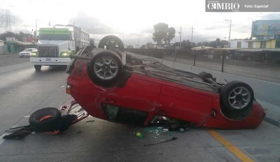Volcadura en la autopista en Acatzingo deja dos lesionados
