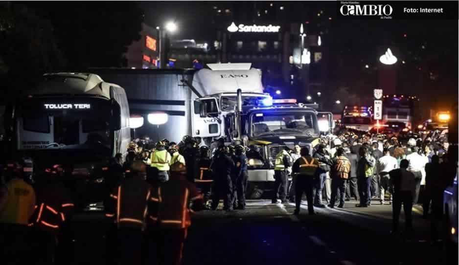 Choque de tráiler en la carretera México-Toluca deja al menos 8 muertos