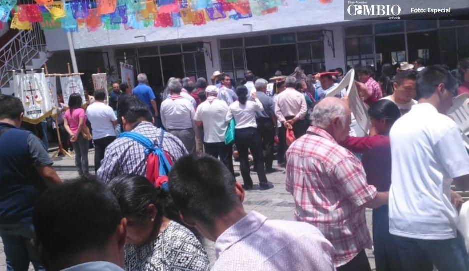 Católicos toman Casa de Cultura de Huauchinango, aseguran ser dueños