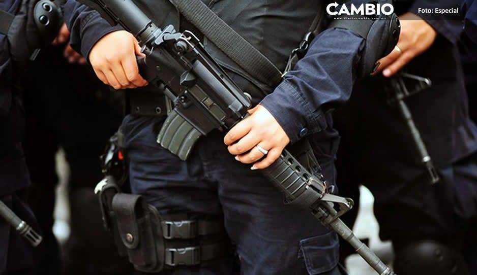 A punta de pistola, municipales de Atempan detienen a automovilistas
