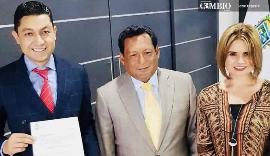 Tras su derrota, premian a Edgar Salomón con la rectoría de la UTH