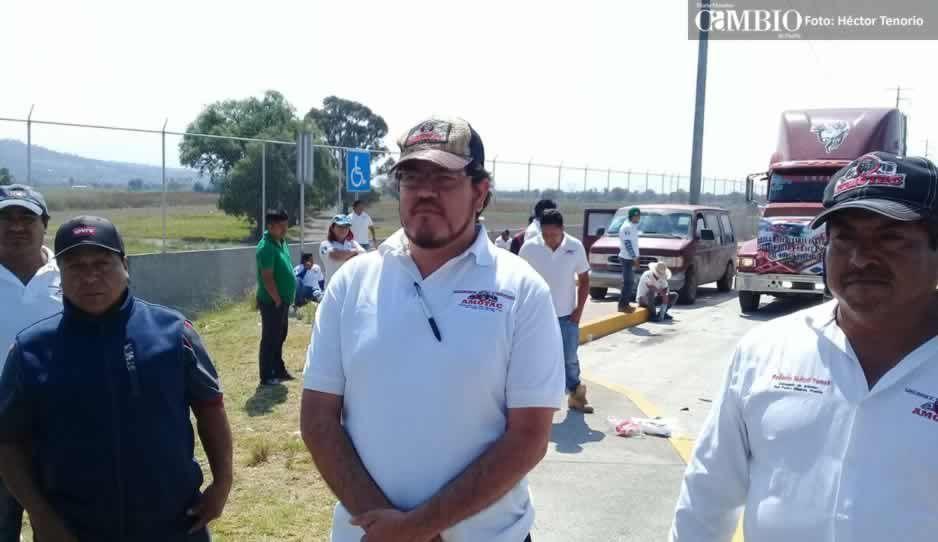 Transportistas de la Amotac se manifiestan contra la inseguridad y liberan casetas de Texmelucan
