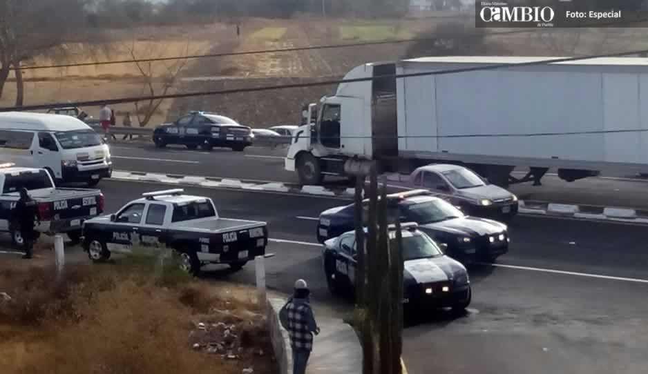 Policía Federal recupera tráiler con farmacéuticos robado en la México-Puebla