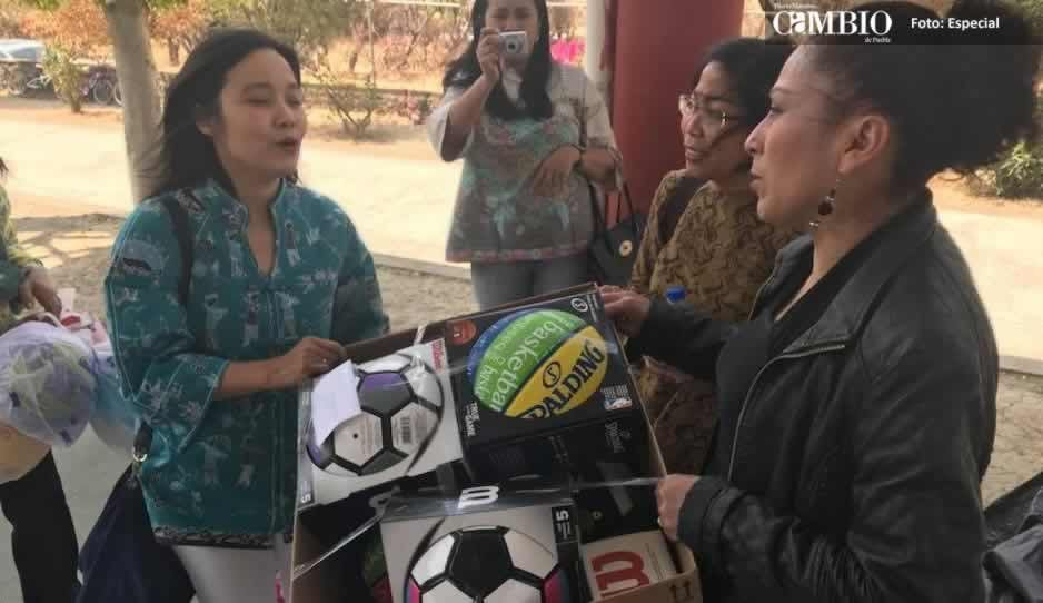 Embajadora de Indonesia recorre zona efectada por sismo en Atzitzihuacan