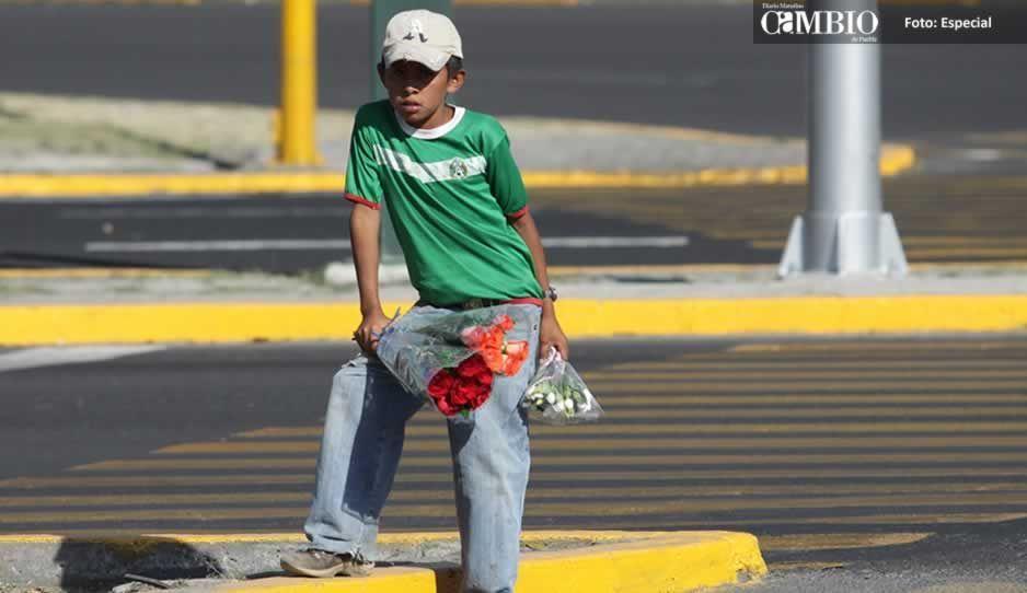 Incrementan niños vendiendo en calles del municipio de Atlixco