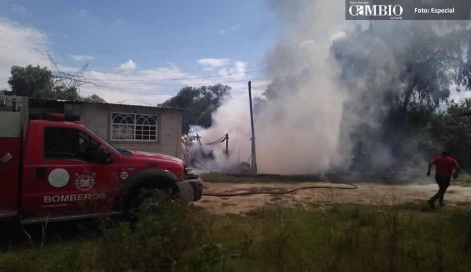 Se incendia vivienda en Texmelucan, bomberos y PC ya laboran en el lugar