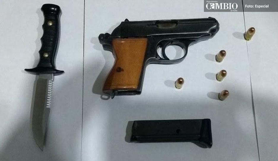 Policías de Huejotzingo detienen a sujeto con arma de fuego y punzocortante