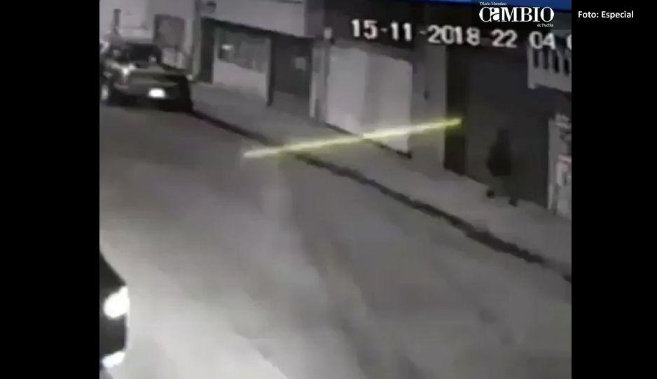 Cámaras captan el intento de secuestro de una mujer en Tepeaca (VIDEO)