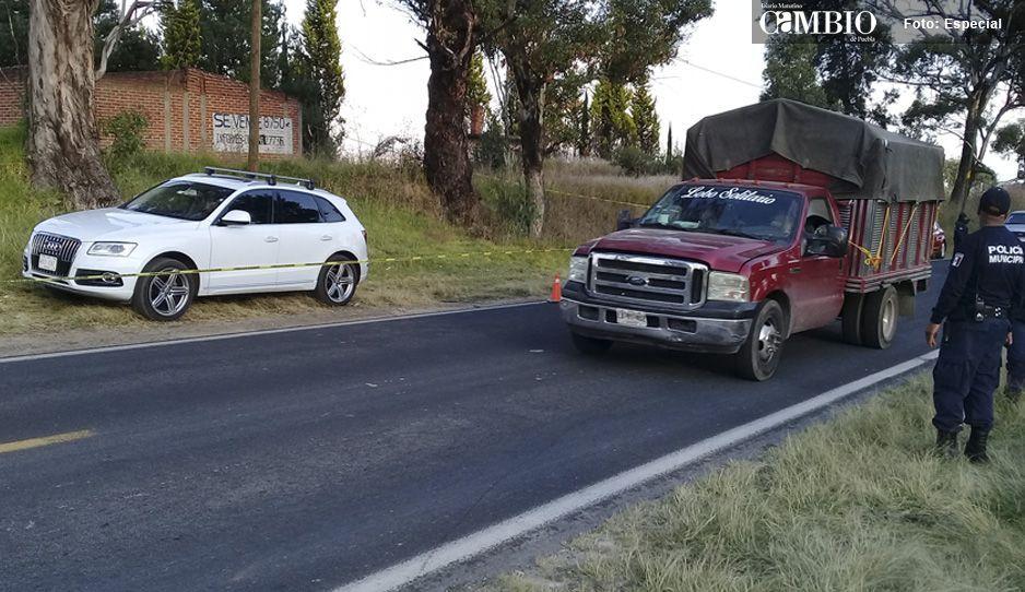 Le volaron los sesos: lo hallan muerto dentro de su Audi en Tlalancaleca