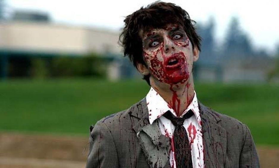 VIDEO: Se disfraza de zombie para entrar a robar a una casa