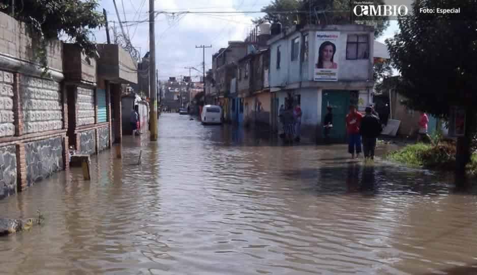 300 familias de Cuautlancingo amanecieron bajo el agua