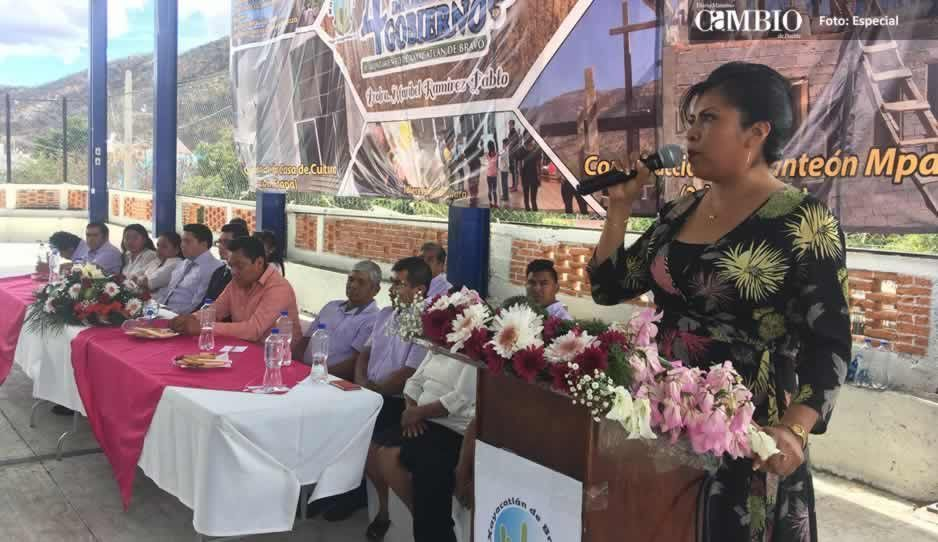 Alcaldesa de Xayacatlan de Bravo reprochó la falta de apoyo del Gobierno del Estado