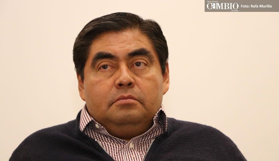 Miguel Barbosa solicita registro como candidato a la gubernatura de Puebla
