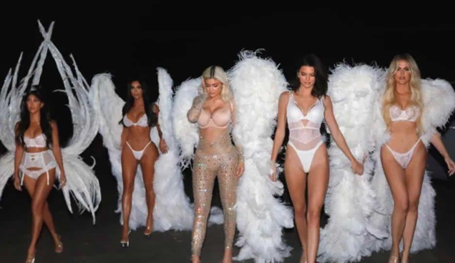 Las Kardashian encienden las redes sociales disfrazadas de Ángeles de Victorias Secret (FOTOS Y VIDEO)