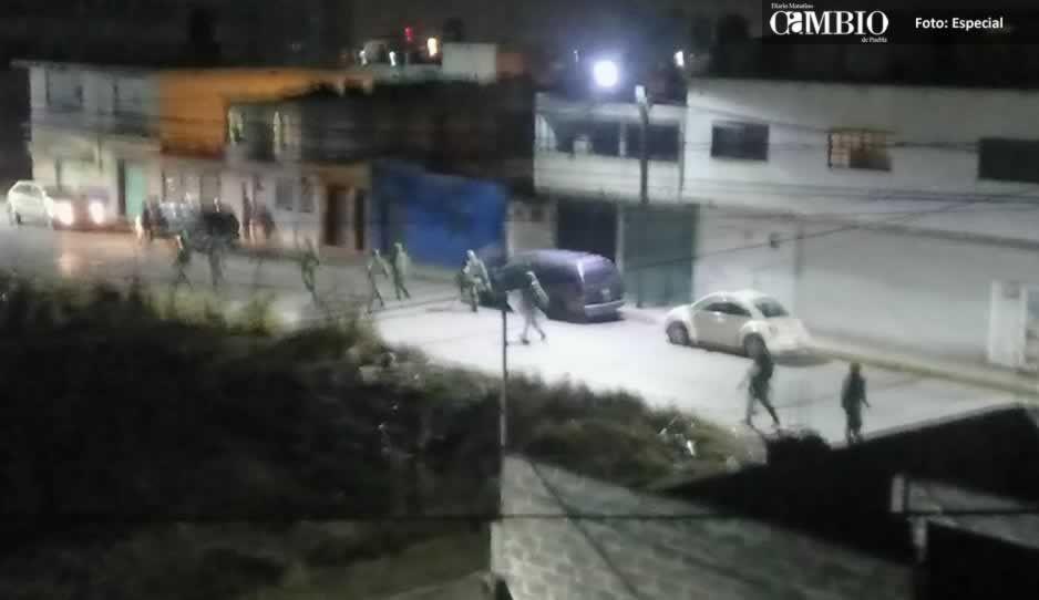 Militares y huachicoleros se enfrentan en Texmelucan