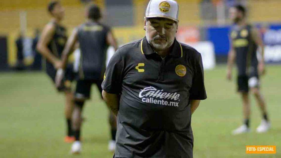 Maradona es hospitalizado de emergencia por un sangrado estomacal; justo antes de viajar a México
