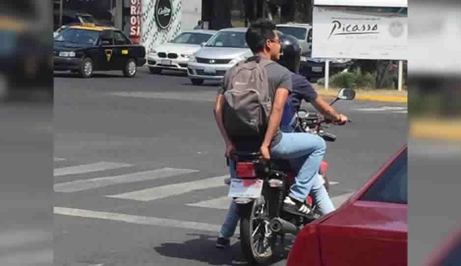 ¡Cuidado! Moto sin placas se dedican a robar celulares cerca de Plaza Crystal