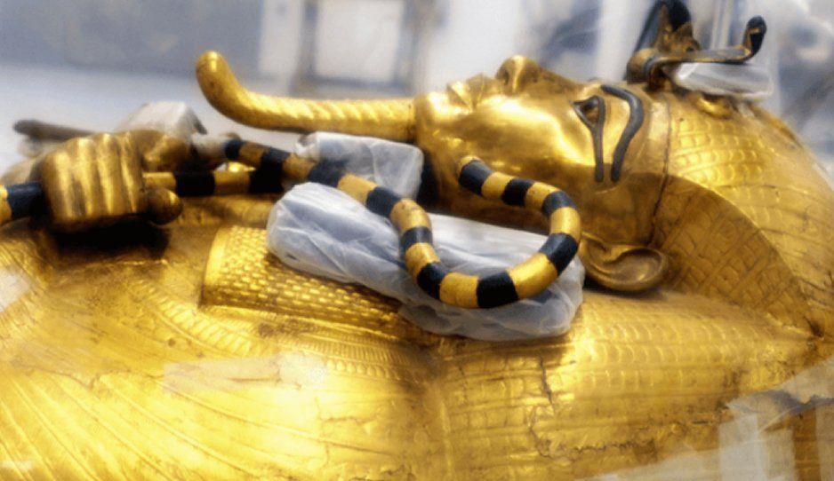 Presentan el sarcófago dorado de Tutankamon por primera vez (FOTOS)
