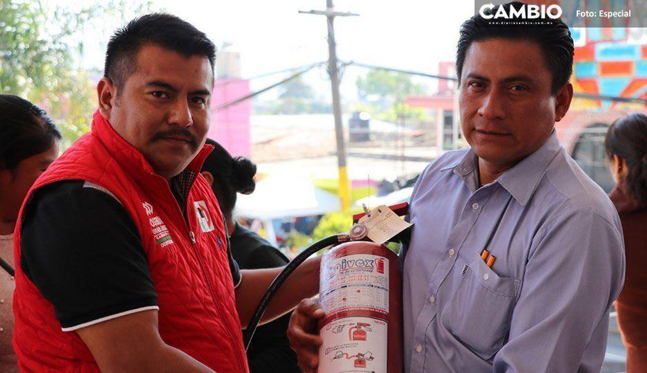 Entrega ayuntamiento extintores a escuelas de Ocoyucan