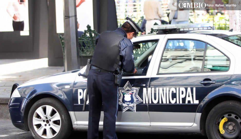 Policía municipal aseguró a 3 polleros y 12 indocumentados