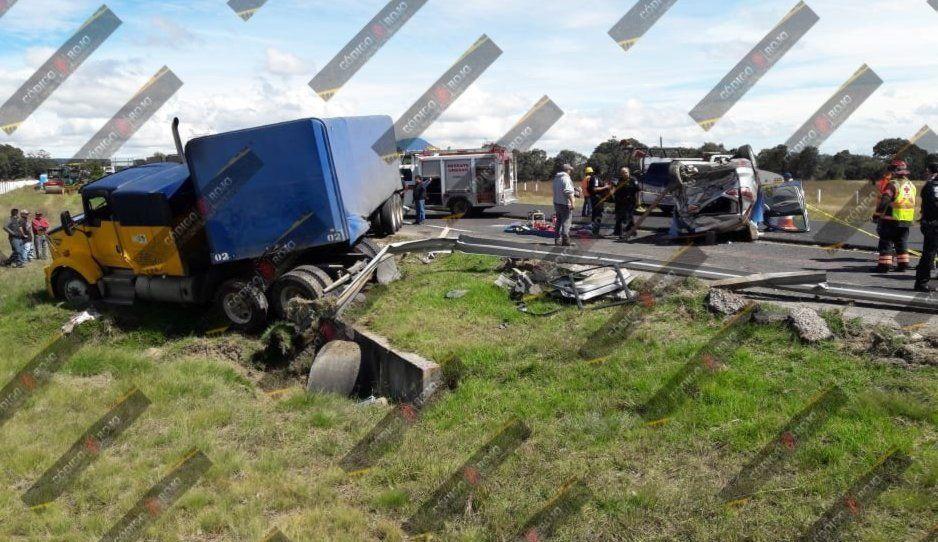 Aparatoso accidente en la Amozoc-Perote deja un muerto y cuatro heridos (FOTOS)
