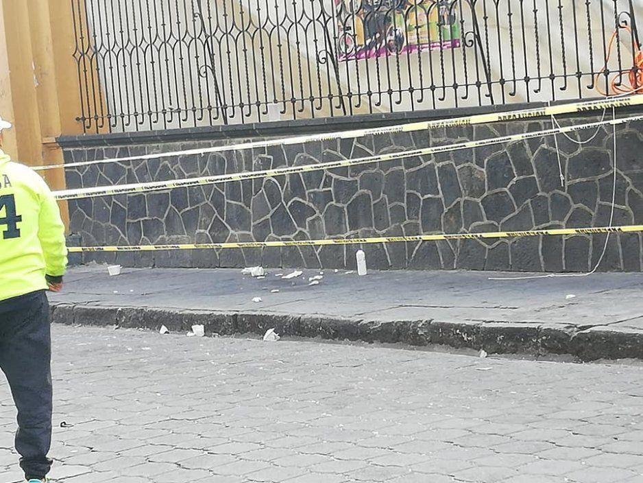Lona de ambulante descalabra y deja herido a niño y su padre (FOTOS)